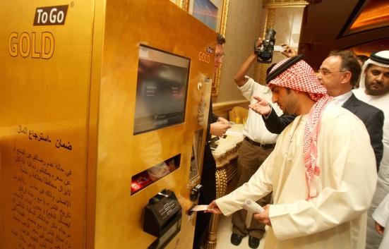 máquina expendedora ATM de oro 2