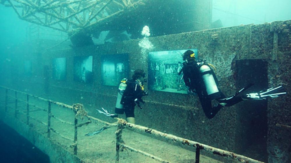 Titanic-Dives-min